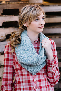 Quince-co-big-texture-hannah-fettig-knitting-pattern-puffin_2_small2