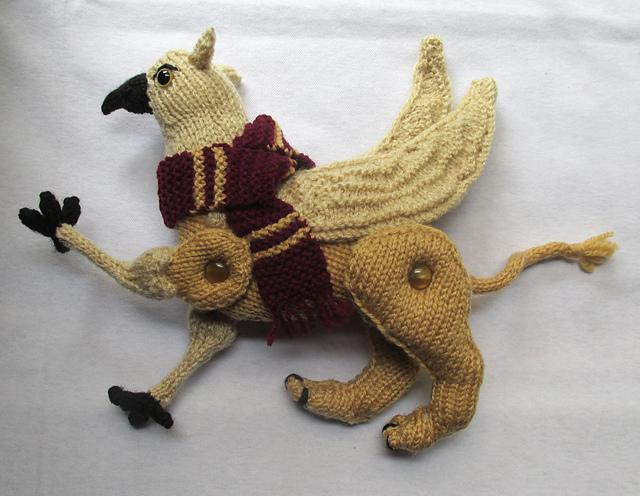 Jouet tricoté Toy Griffin par Rian Anderson