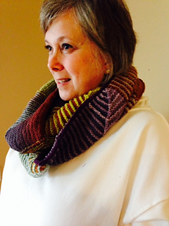 Mitered_obsession_cowl_small2
