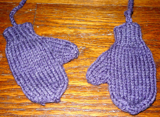 Ravelry: Mittens for a one year old pattern by Kerry Higgins Wendt