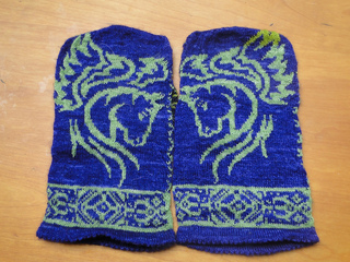 Meaghanmitten_001_small2