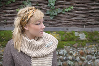 Simple_shrug_scarf_small2