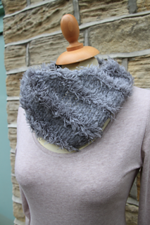 Brushed_fleece_and_fur_cowl_small2