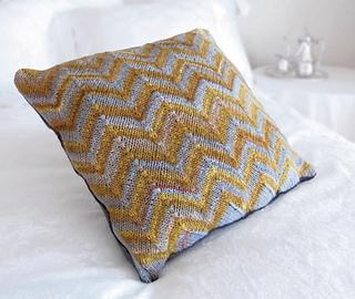 Plain_pillow_small2