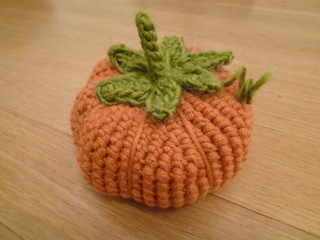 Pumpkinpincushion_small2