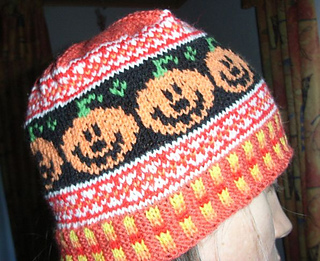 Happy_pumpkin_beanie2_small2
