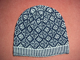 Snow_argyle_beanie1_small2