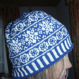 Christmas_stars_beanie2_small2