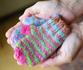 Ravelry: Little Waiting for Winter Mittens pattern by ...