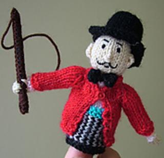 Finger_puppet_ringmaster_small2