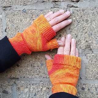 Toasty-inbetween-mitts-square_small2