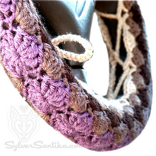 Hook_candy_crochet_patterns_sylver_santika_car_vehicle_accessories_steering_wheel_cozy_01_small2