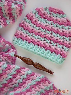 Loopy_love_hat_1_closeup_small2