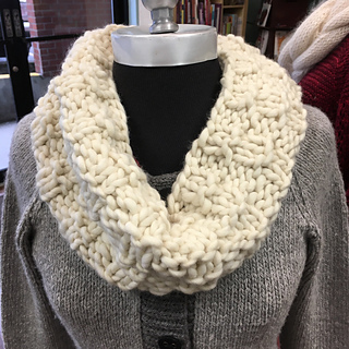 Owl Cowl Knitting Pattern : Ravelry: Snowy Owl Cowl pattern by Vivian Zagar