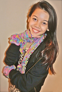 Kaleila_modeling_gloves___scarf_small2