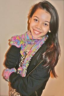 Kaleila_modeling_gloves___scarf_small2