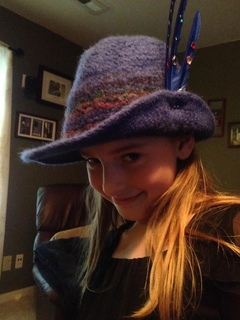 Lookin_gud_in_her_felted_fedora_small2