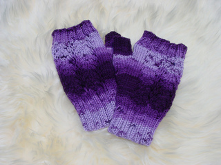 Blossoms_mitts_in_serenity_crocus__3__small2