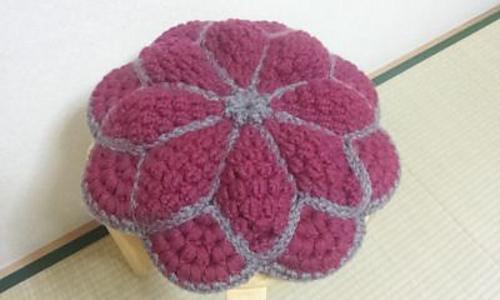 P12-13_flower_round_cushion_4_medium
