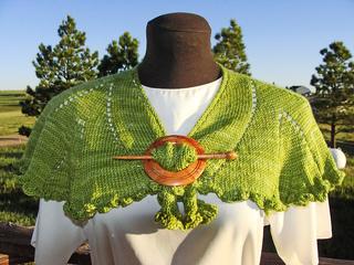 Plissados_front_shawl-pin_small2