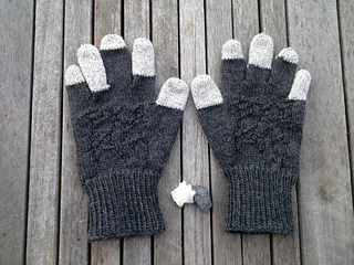 Basalt_gloves_flat_wood_small2
