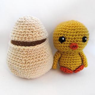 Chicknexttoegg_500_small2