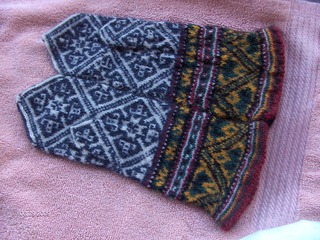 Latvian_mittens_6-29-2009_small2