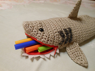Shark_pencil_case_005_small2