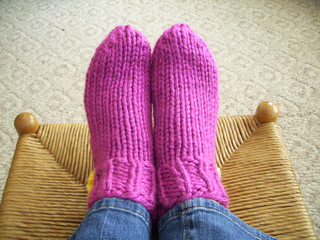 Bed Socks Knitting Pattern 2 Needles : Ravelry: Easy Super Bulky Slipper Socks pattern by Yarnstarved Creations
