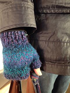 Ravelry Chunky Fingerless Mitts Pattern By Natasha Price