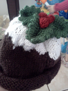 Ravelry christmas pudding hat pattern by debbie bliss dt1010fo
