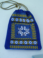 Caid_pouch_in_cross_stitch_small