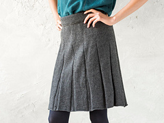 Putting_on_the_worsted_pleats1_small