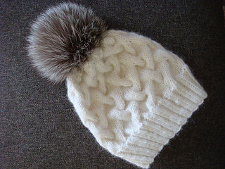 7f681591100 Ravelry  Winter Cable Hat pattern by Annanitato Lolo