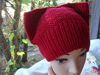 f03c586efe4 Ravelry  Kitty seed stitch knit hat pattern by Annanitato Lolo
