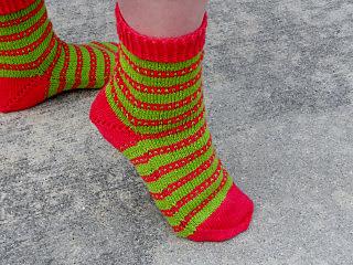 Love_ewe_socks_3_small2