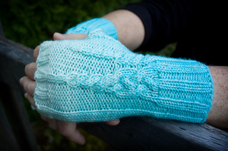 20161014_icicle_mitts_up_close_small2