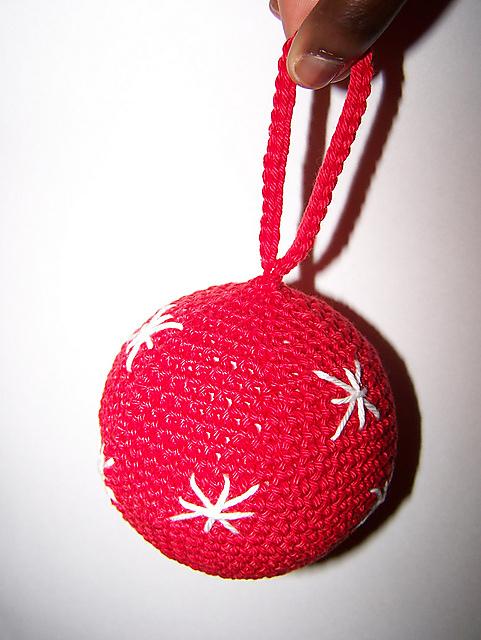 Ravelry Roodwitte Kerstballen Pattern By Christel Krukkert