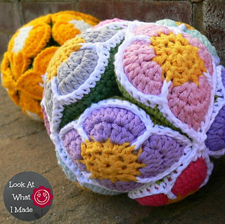 Crochet_flower_puzzle_ball_small2