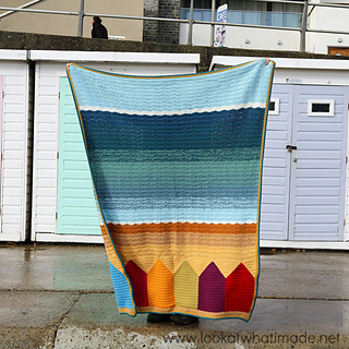Summer_in_swanage_blanket_beach_huts_lyme_regis_small2