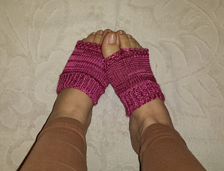 97bd9ed0a6fa3 Flip Flop Tabi Socks pattern by Sandra Prikule