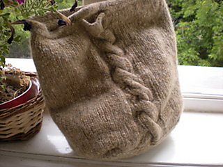Bk_irish_tote_w_cable_after_felting_small2