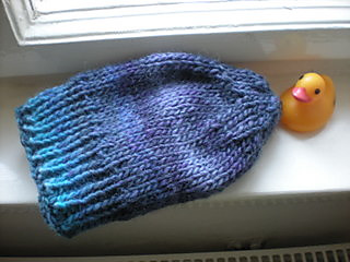 Plain_blue_hat_with_duck_small2