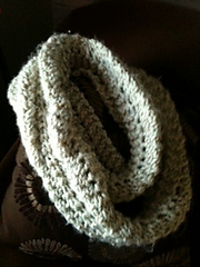 Reverse_scallop_lace_pattern_stitch_infinity_scarf_small