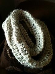 Reverse_scallop_lace_pattern_stitch_infinity_scarf_small