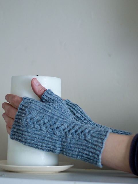 two blue mitts with cables
