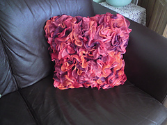 Ruffle_cushion_008_small