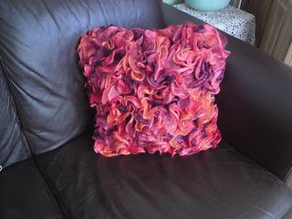 Ruffle_cushion_008_small2