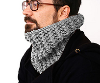 Bulky-barbwire-cowl2_small_best_fit