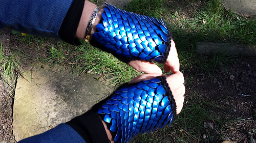 Dragon_scale_mitts_medium